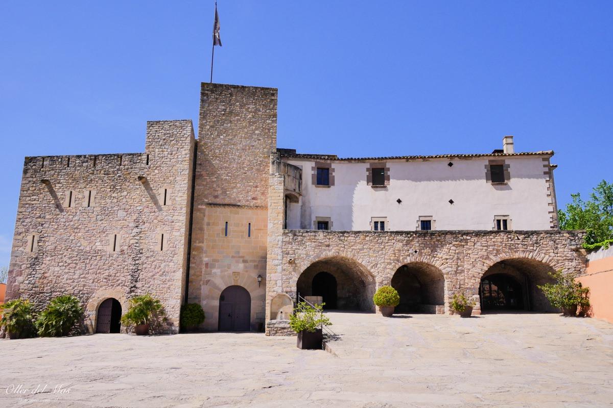 西班牙巴塞隆納近郊景點 蒙塞拉特山、葡萄酒莊古堡一日遊