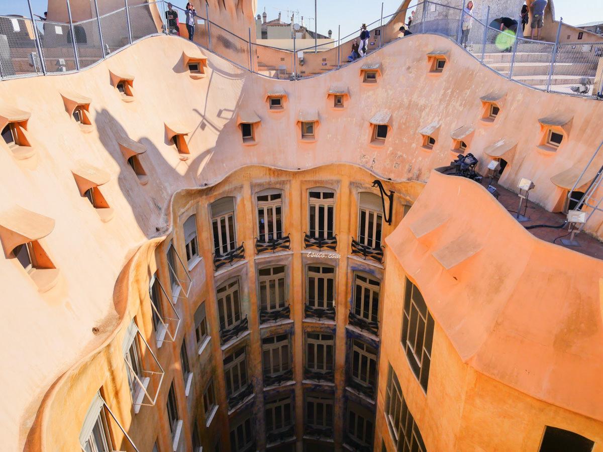 西班牙巴塞隆納景點 米拉之家 Casa Milà 高第經典建築