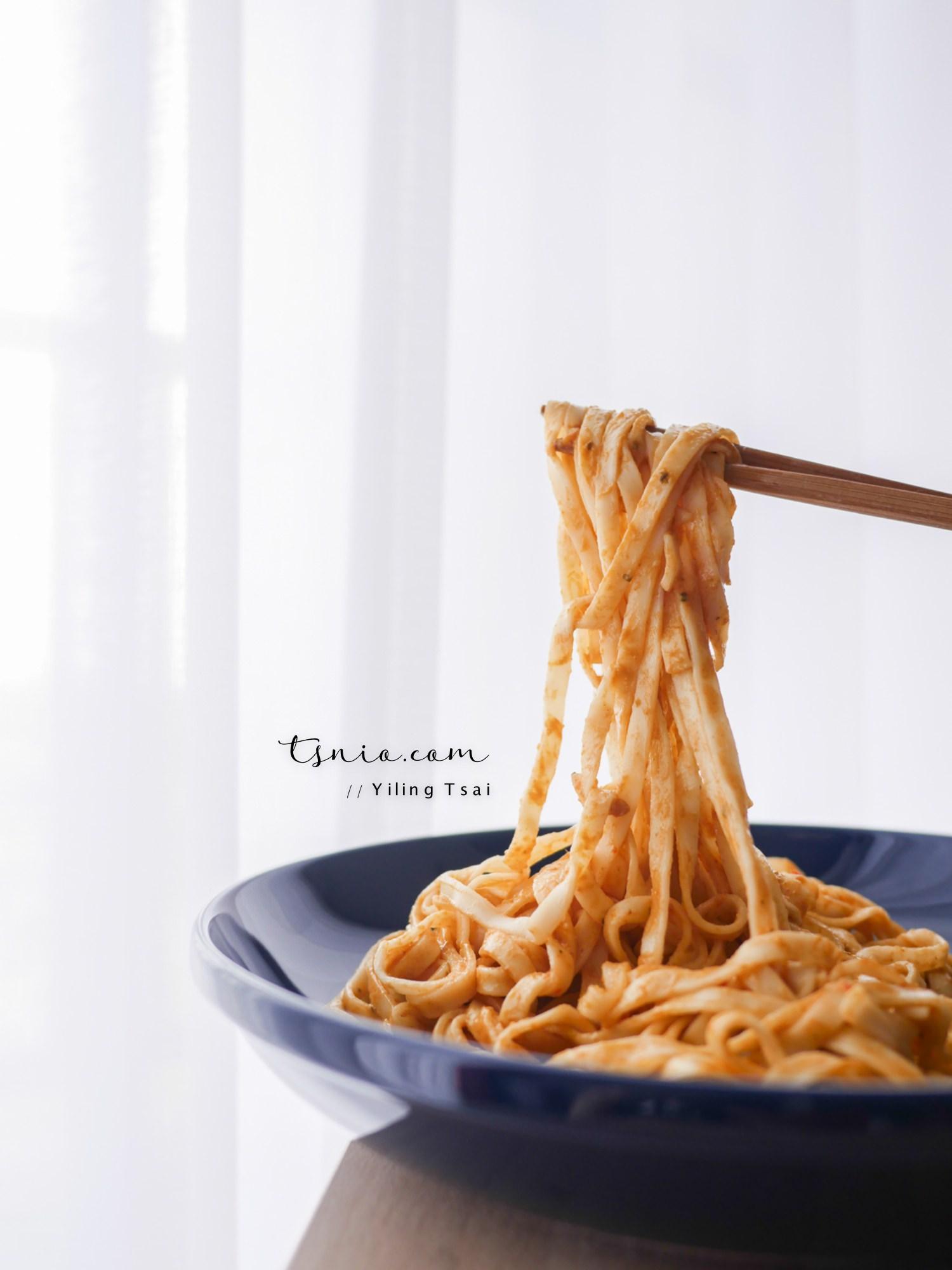 老媽拌麵 藍象聯名系列 結合台灣關廟麵和泰式精緻風味