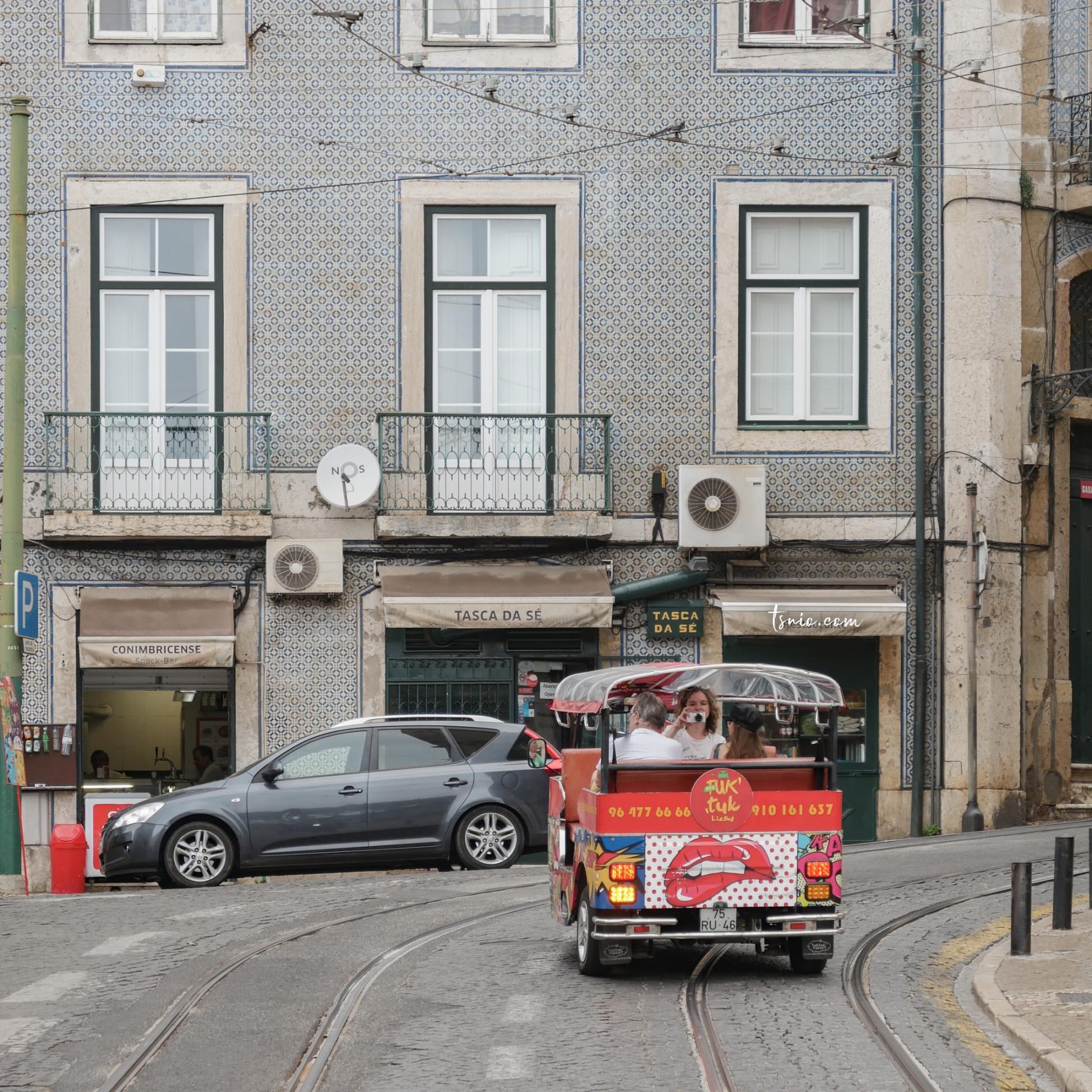 葡萄牙里斯本景點 里斯本主教座堂 Sé de Lisboa 黃色叮叮車與教堂的相遇