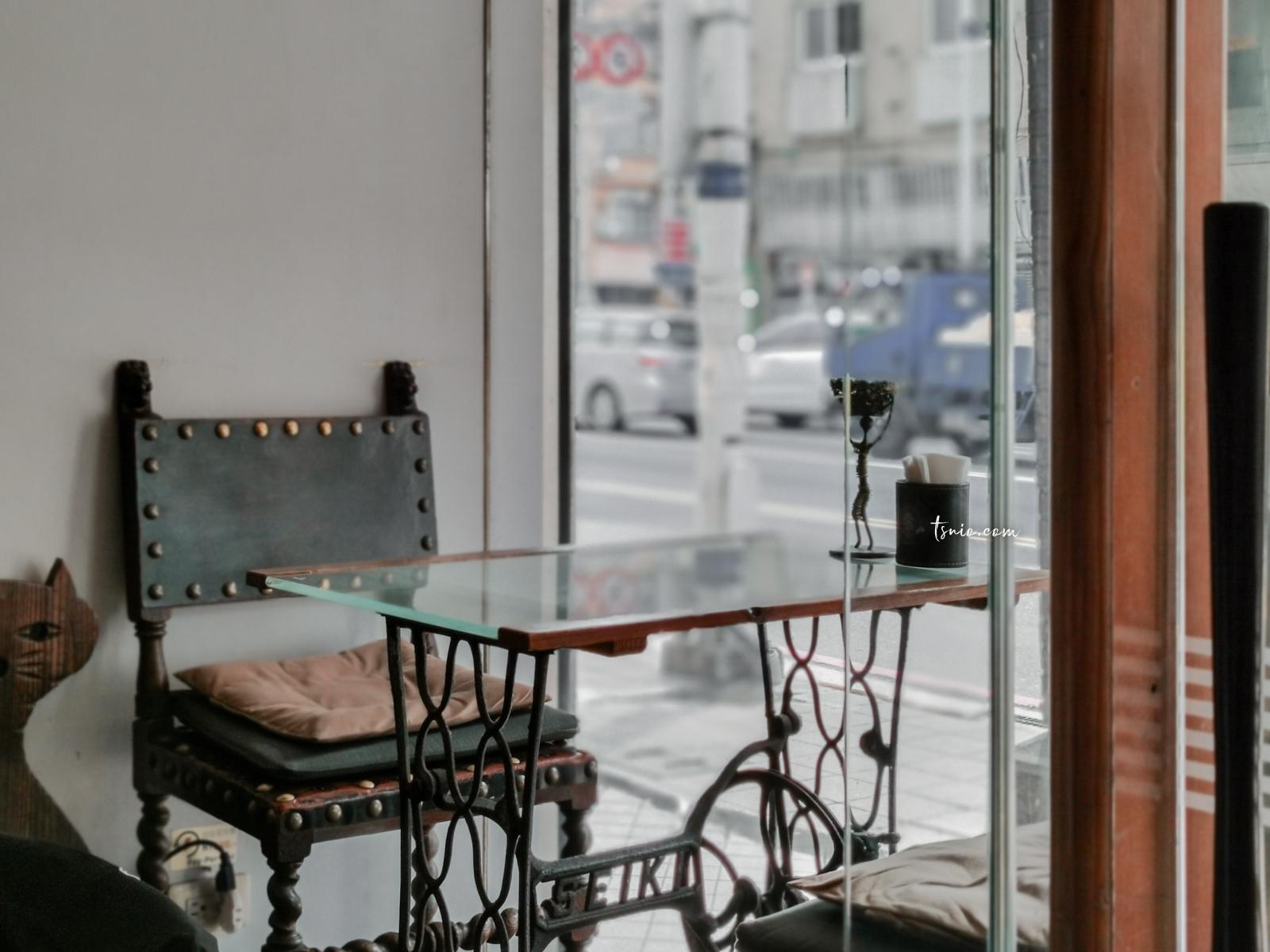 基隆委託行街區 懷舊時光中的一縷朝氣 委託行美食咖啡廳酒吧推薦