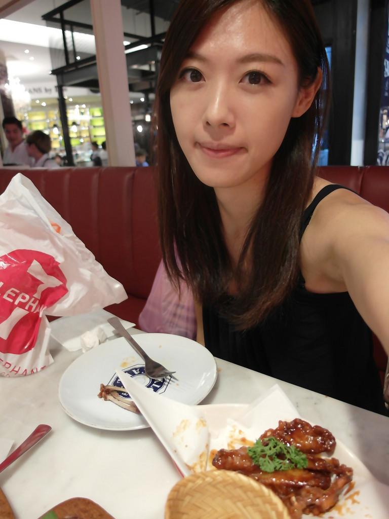 曼谷美食推薦 Kloset Cafe 創意料理 焦糖雞翅和炸豆腐都好好吃