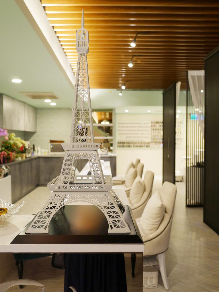 [美甲] 足部保養+足部光療 夏日條紋海洋風美甲 La Eiffel 艾菲爾美甲概念館 國父紀念館美甲