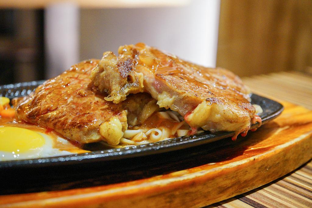 [台北 士林] 北大牛排 平價夜市牛排 堅持不用組合肉 劍潭士林站美食