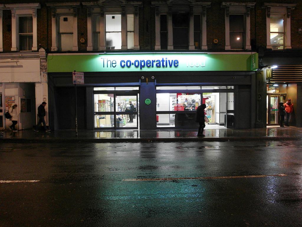 英國倫敦自由行住宿區域推薦 Earl's Court 地鐵站附近 交通便利、生活機能佳