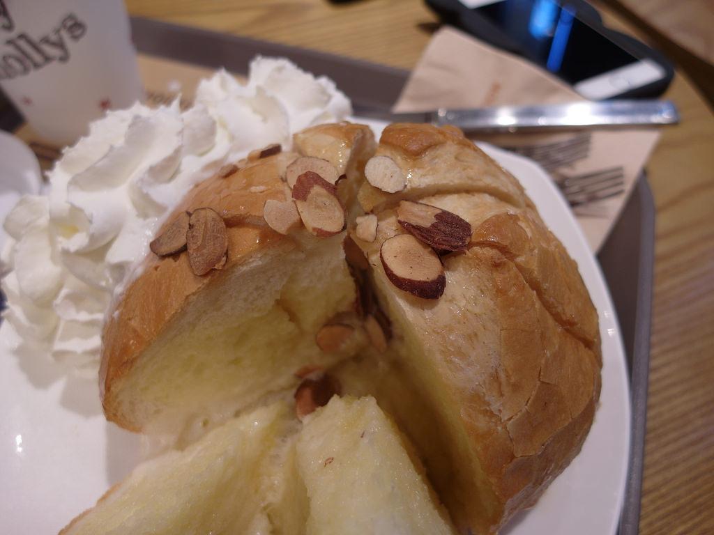 [韓國 首爾] 連鎖咖啡店 Hollys Coffee 地瓜拿鐵好好喝喔