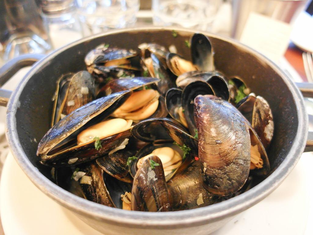 [法國 巴黎] Leon de Bruxelles 巴黎必吃平價連鎖淡菜餐廳
