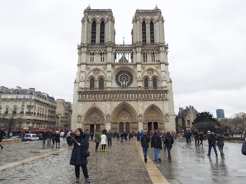 [法國 巴黎] 聖母院 西堤島必訪景點 登上塔頂看怪獸